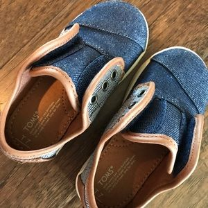 Toms Shoes - TOMS Denim/Plaid Size 7 worn once, like new!